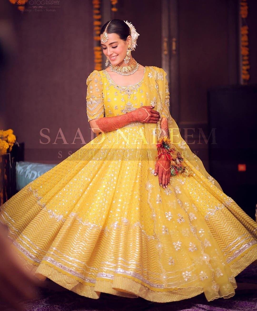 Mehndi Dress and Makeup Look of Iqra Aziz