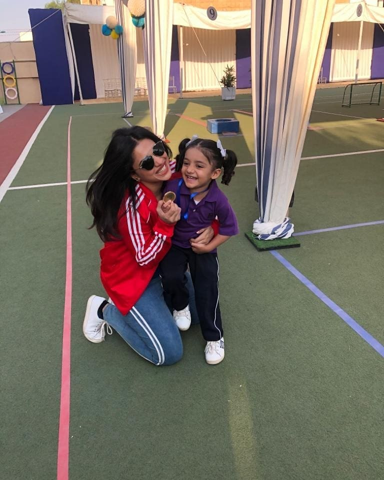 Minal Khan Plays With Sanam Jungs Daughter 1