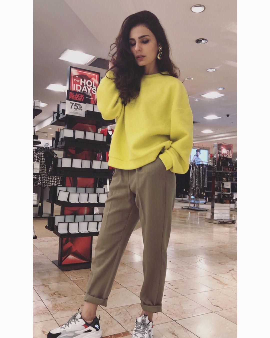 Latest Beautiful Clicks of Actress Sadia Ghaffar from USA