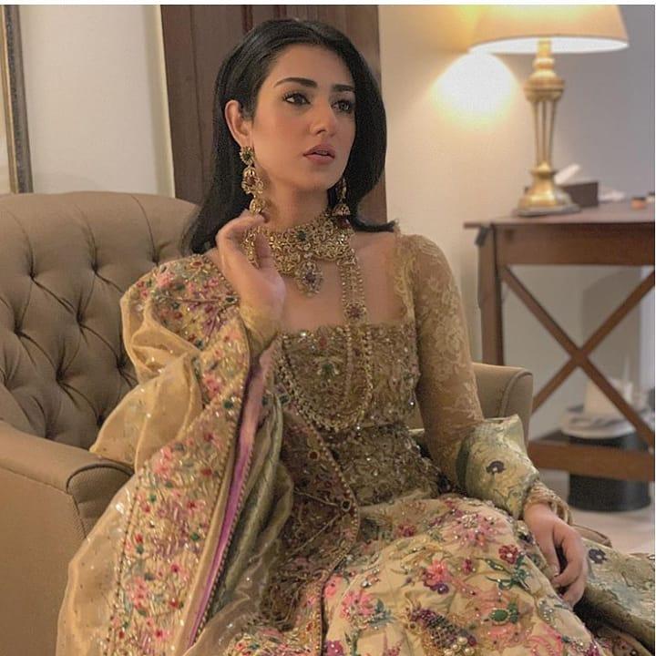 Sarah Khan 4