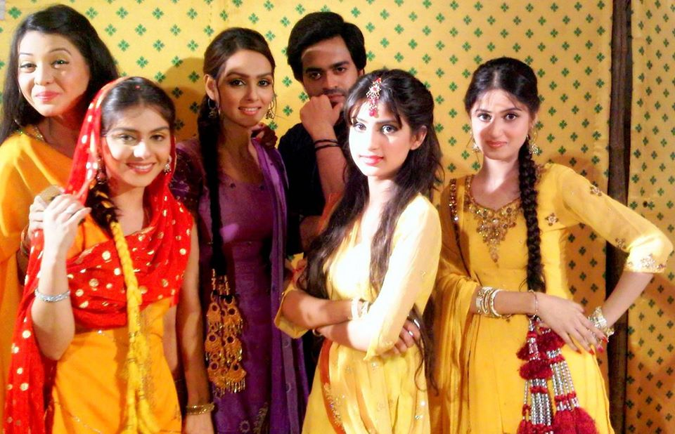 Throwback Pictures from the Set of Drama Mehmoodabad ki Malkain in 2011
