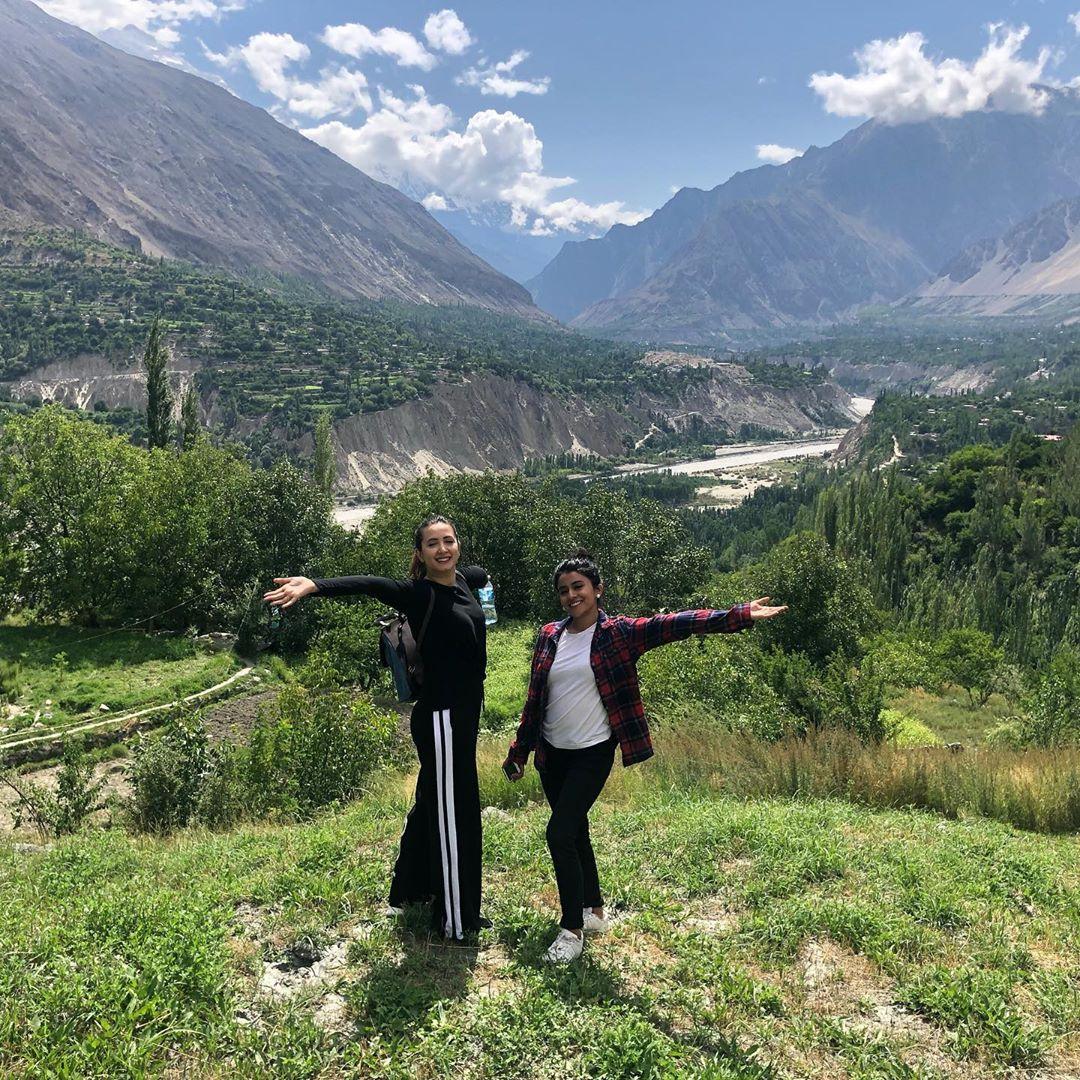 Latest Clicks of Beautiful Actress Komal Aziz