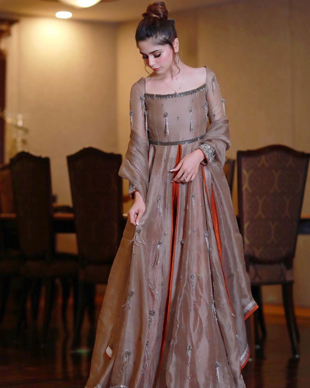 Aima Baig Looks Gorgeous in New Dress