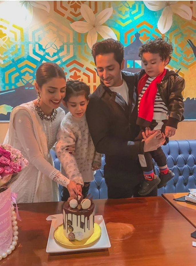 Gorgeous Actress Ayeza Khan's Birthday Pictures with Family