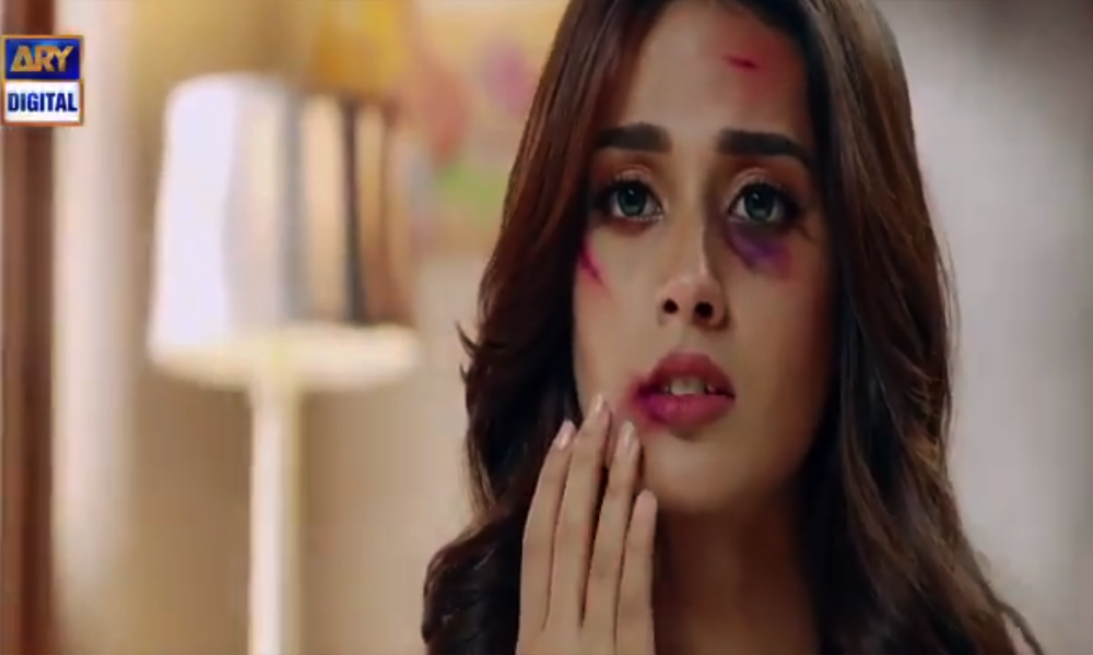 Iqra Aziz Reveals Details About Her Jhooti Character