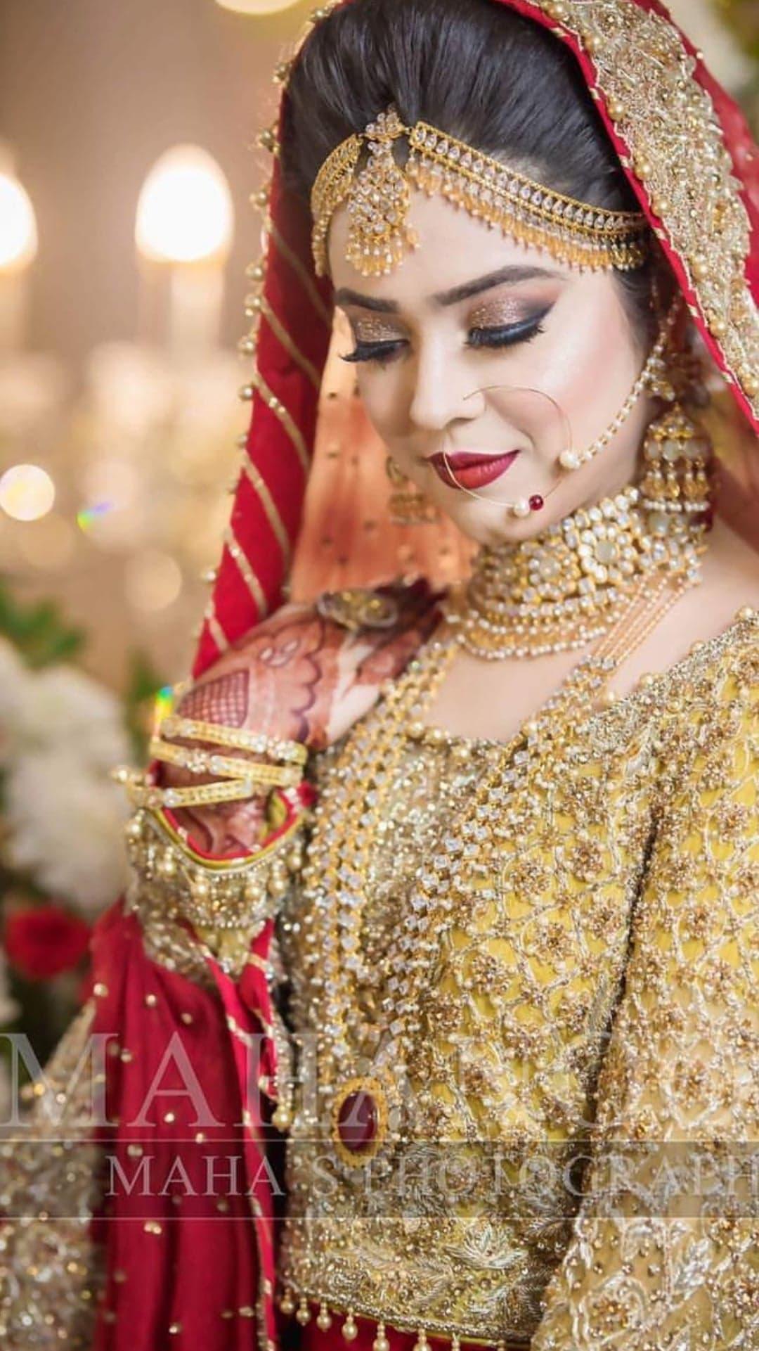 Sara Razi Khan 2