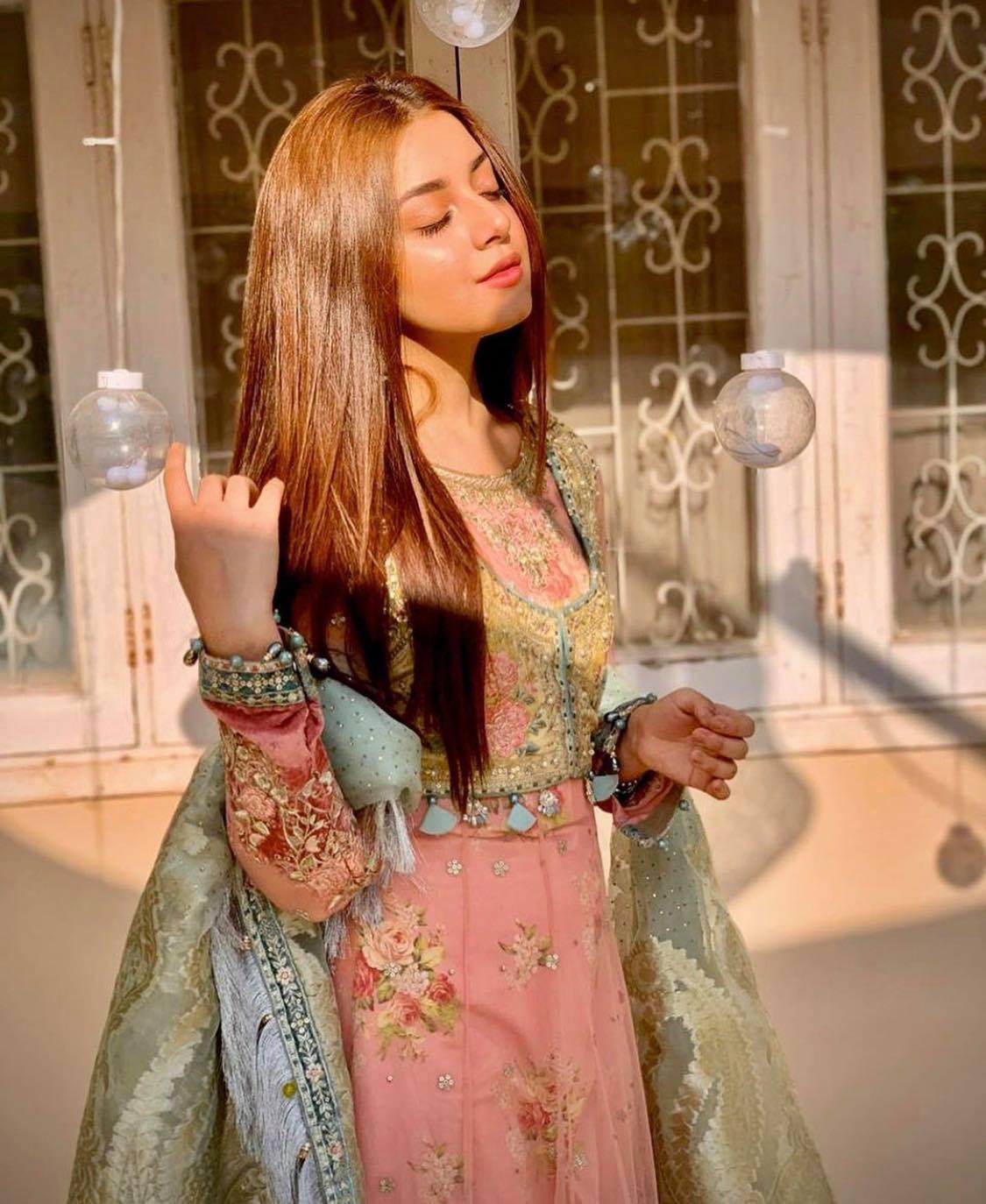 Top 10 Festive Dresses Worn By Pakistani Actresses Reviewit Pk