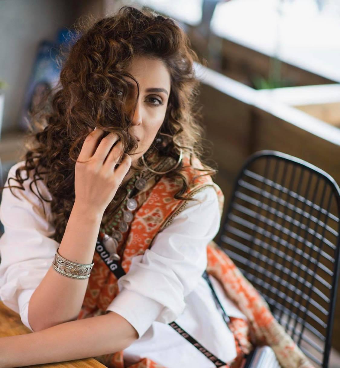 10 Most Gorgeous Photo Shoots of Ayeza Khan
