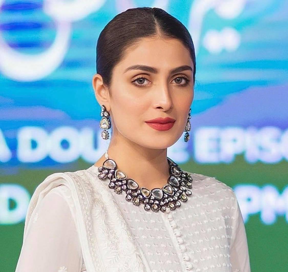 ayeza khan 14