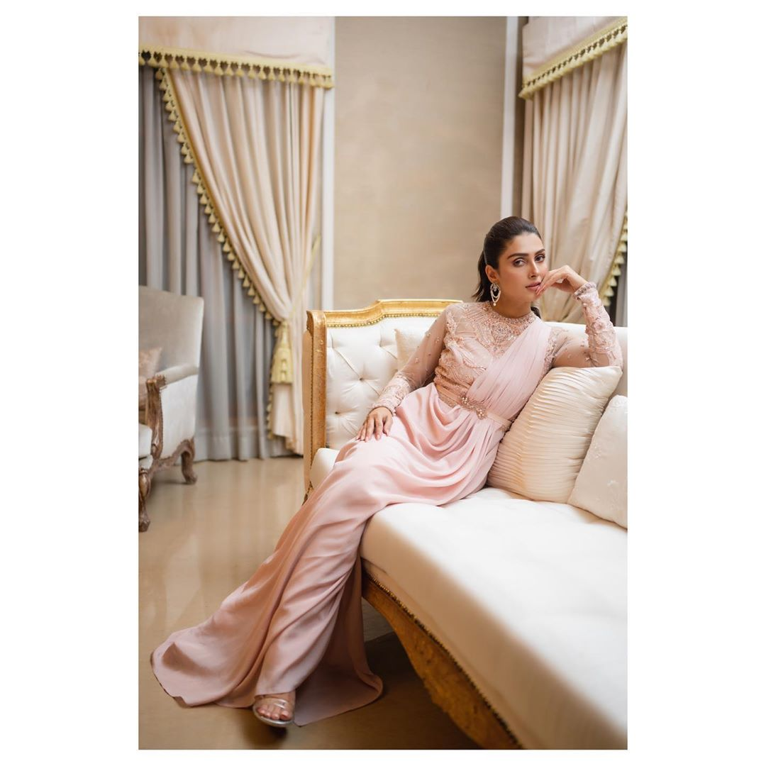 Ayeza Khan is Looking Gorgeous in this Pink Dress