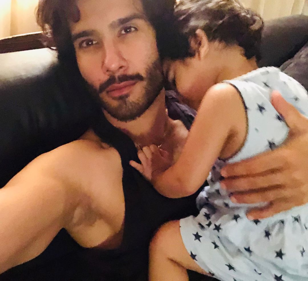 Feroze Khan Wife | Beautiful Family Pictures