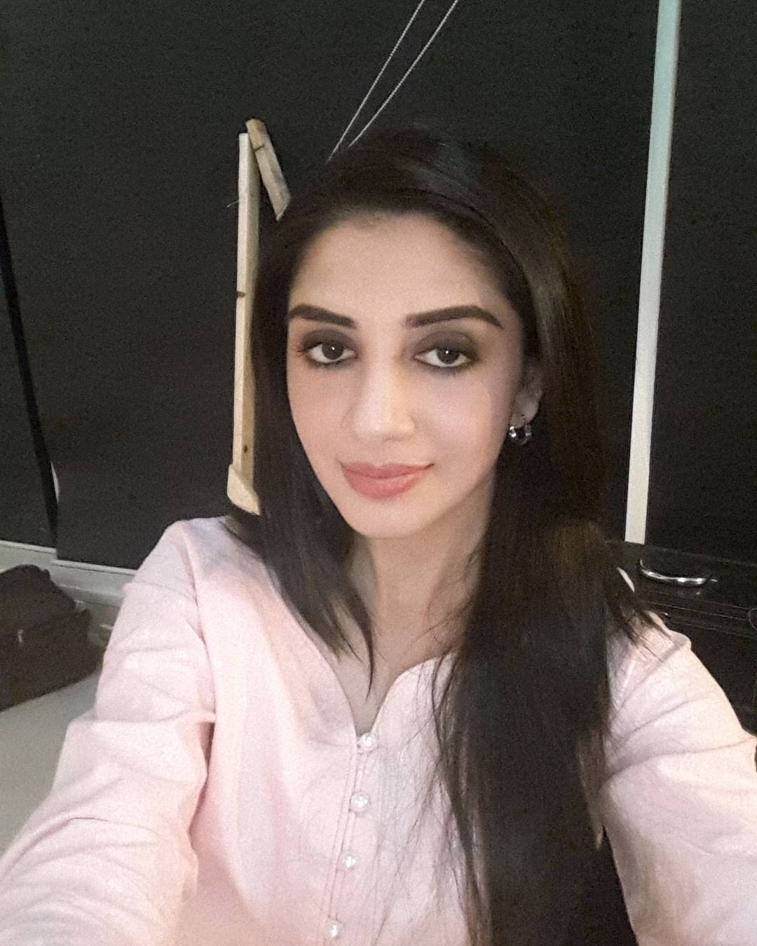 Sana Javed Sister Hina Javed - 20 Beautiful Pictures