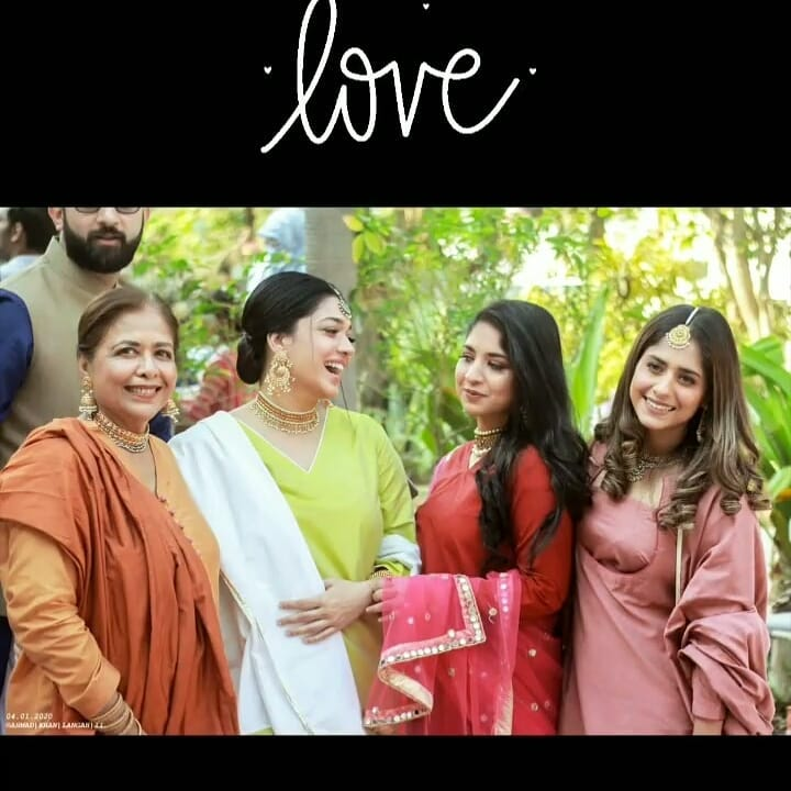 Sanam Jung with her Mother and Daughter at a Wedding Event
