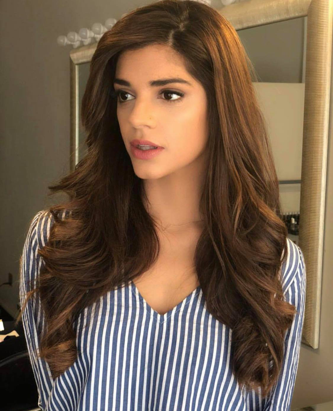 20 Pakistani Actresses With Most Beautiful Hair