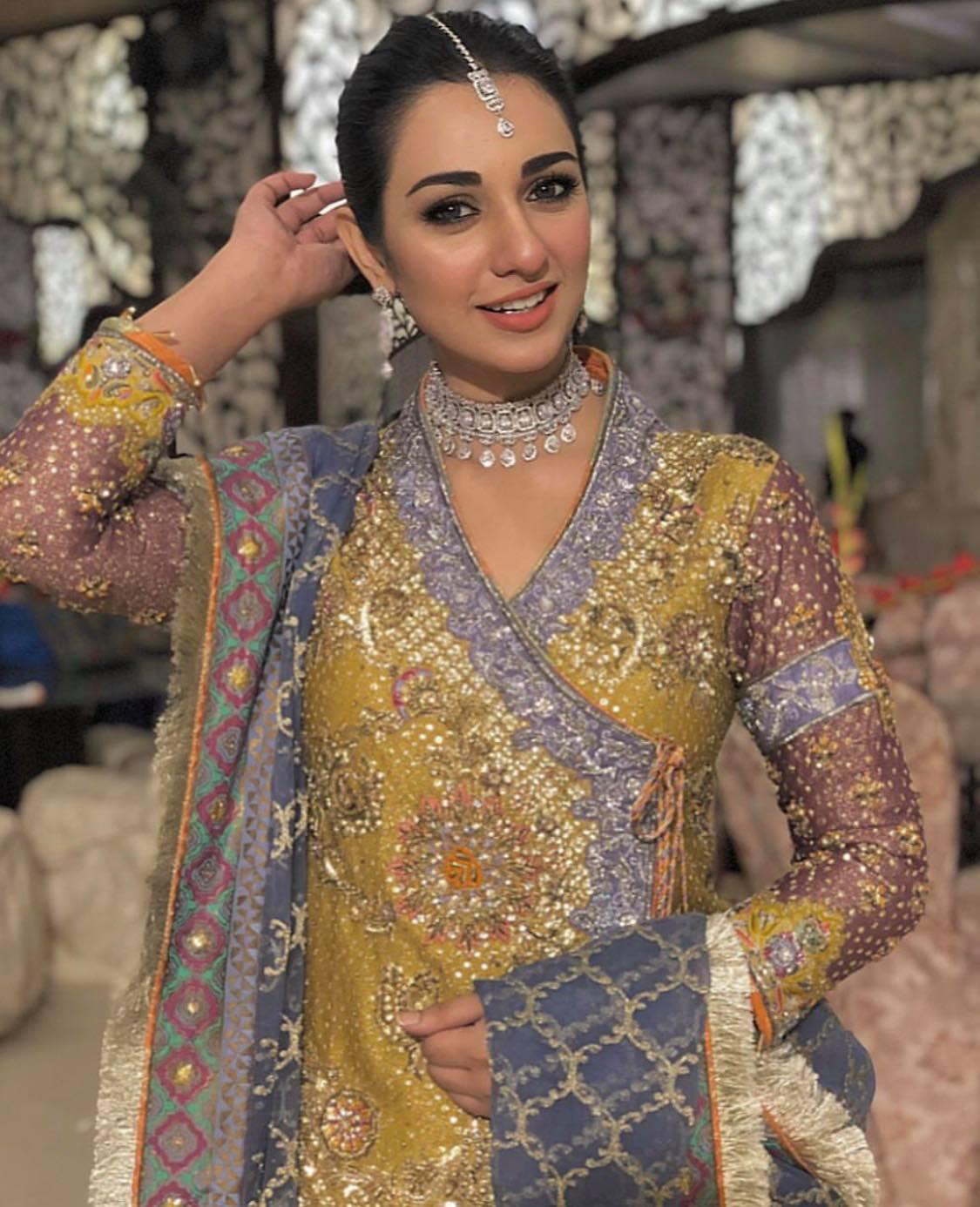 sarah khan 1