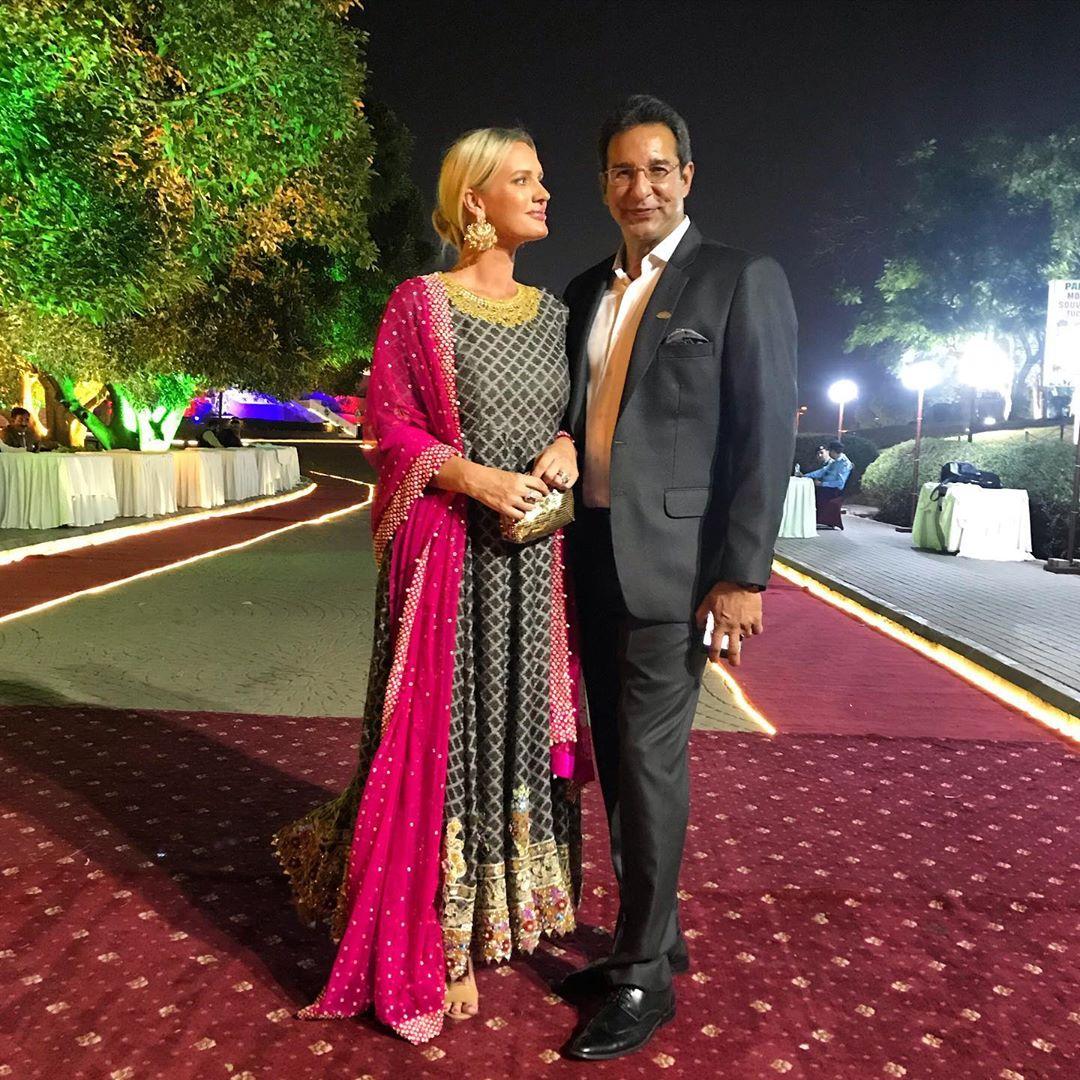 Wasim Akram Enjoying Vacations with his Wife Shaniera in Australia