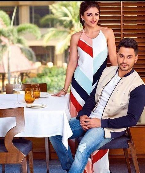 1464091435 soha ali khan and kunal khemu candid moments