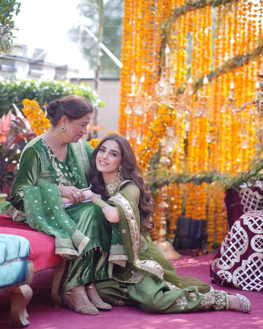 Afnan Qureshi Beautiful Mayoun Pictures 12