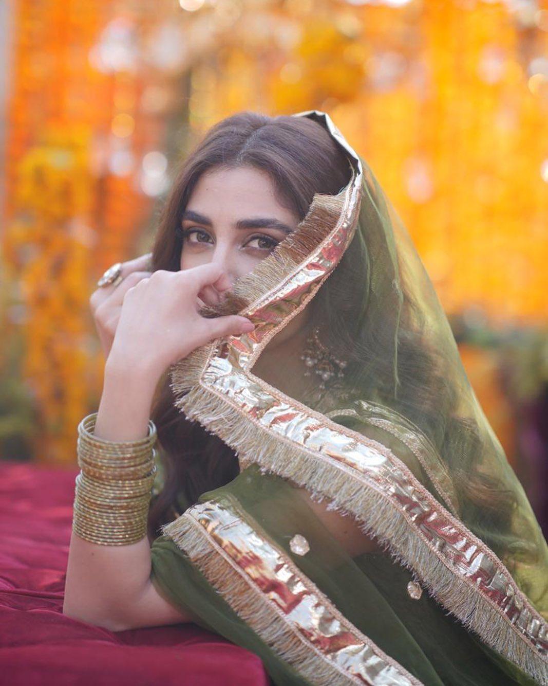 Afnan Qureshi Beautiful Mayoun Pictures 7