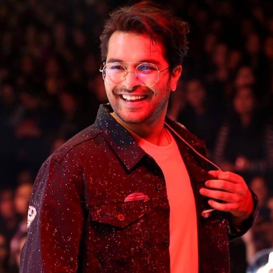 Hania Aamir Singing Along Asim Azhar At His Concert 7