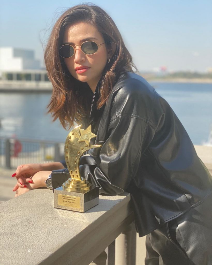 Hina Javed Congratulated Sister Sana Javed On Winning PISA Award 3