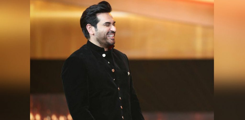 Humayun Saeed Mobbed By Crazy Fans In Multan
