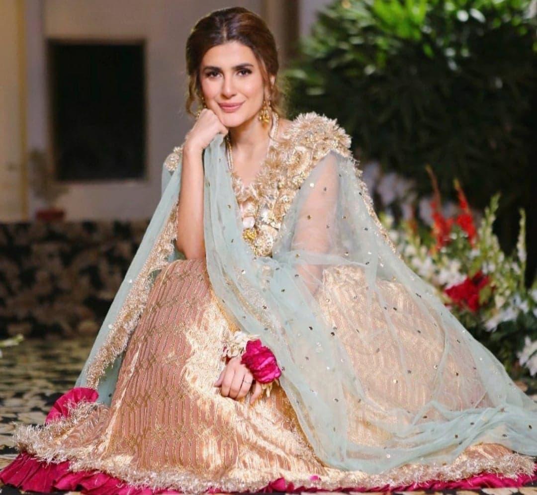 10 Beautiful Lehengas Worn By Pakistani Actresses Reviewit Pk