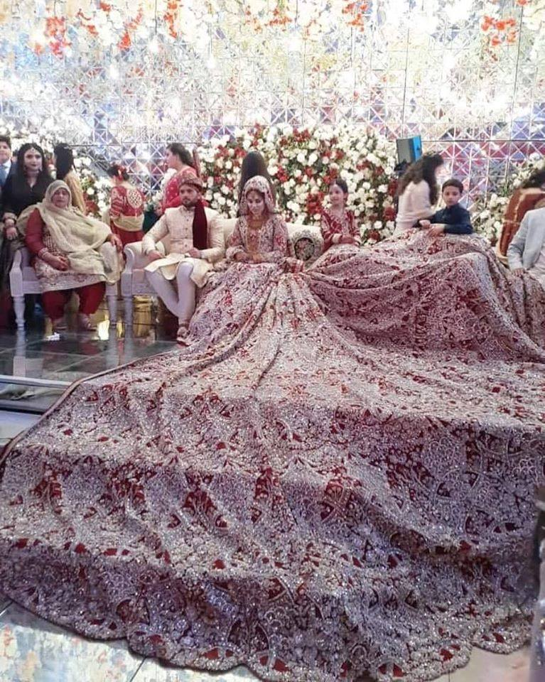 Pakistani Bride Made Statement With Her 100 Kg Dress 8