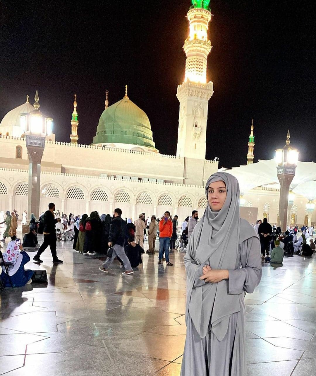 Pakistani Celebrities Who Recently Performed Umrah