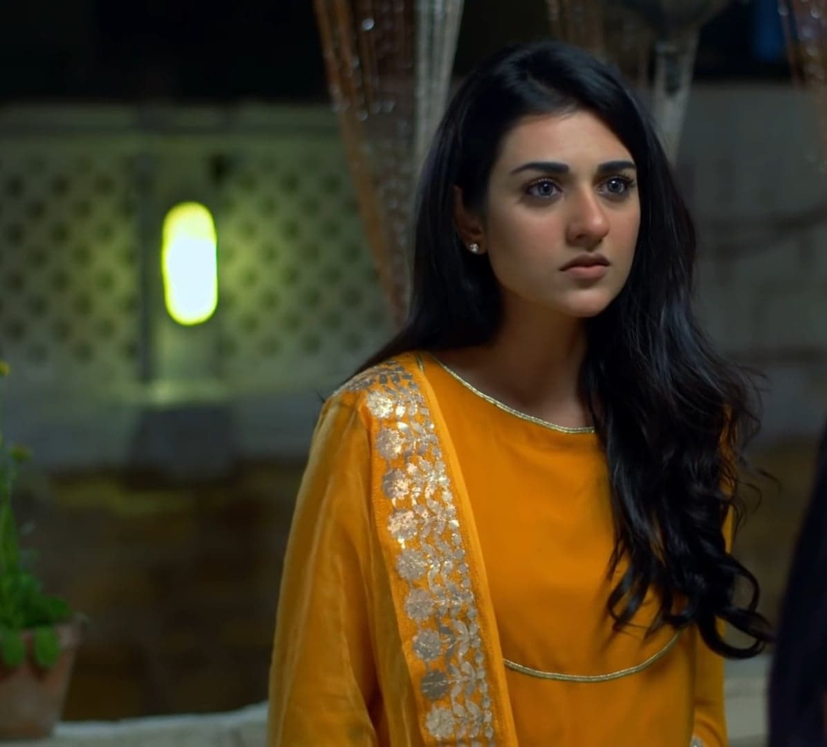 Sarah Khan 10