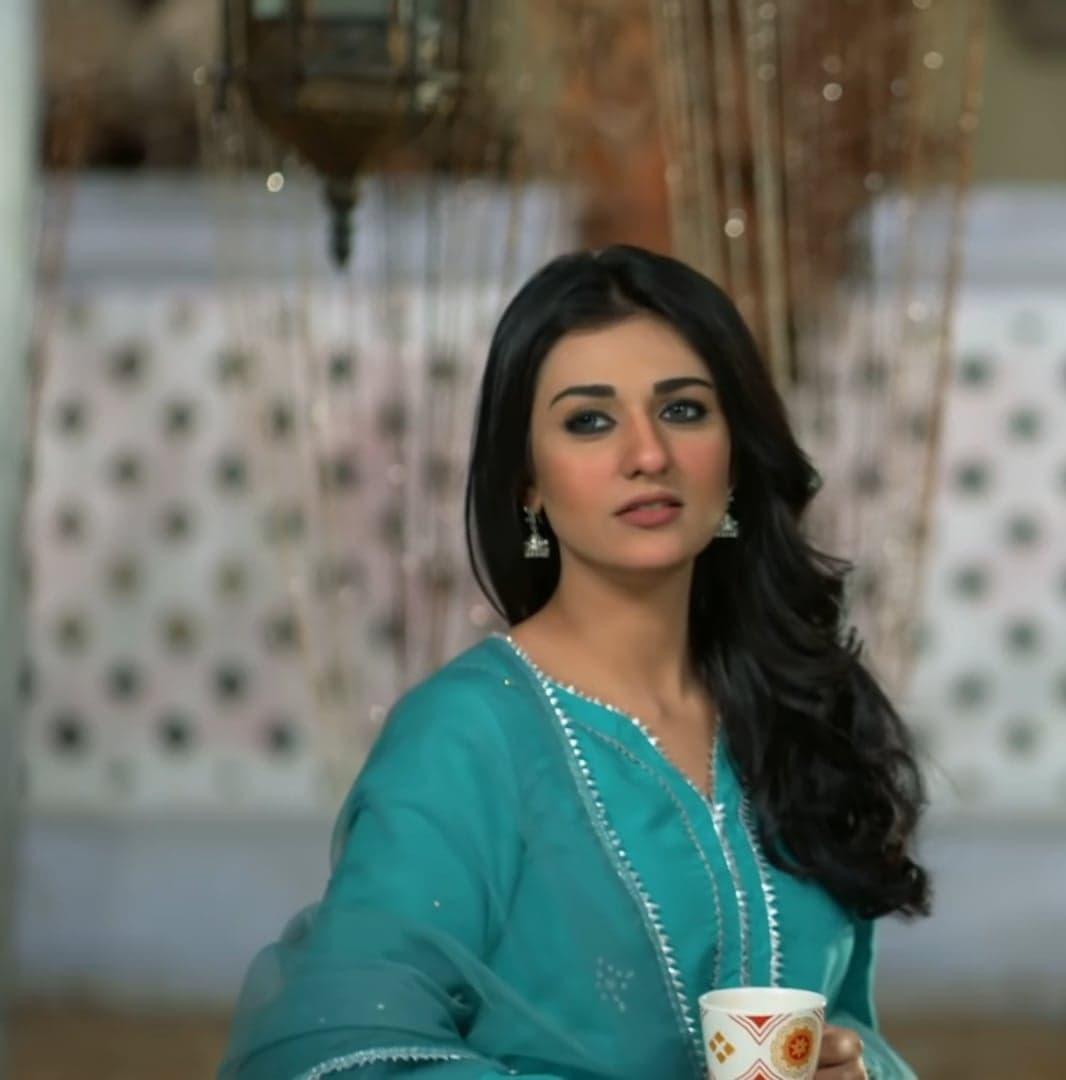 Sarah Khan 11