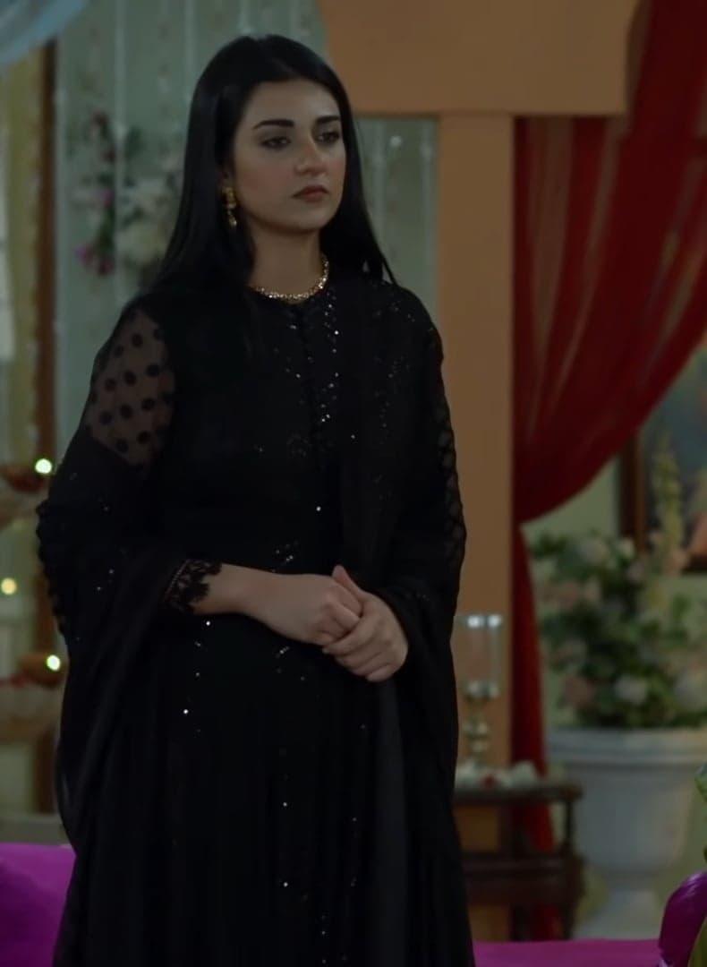 Sarah Khan 19