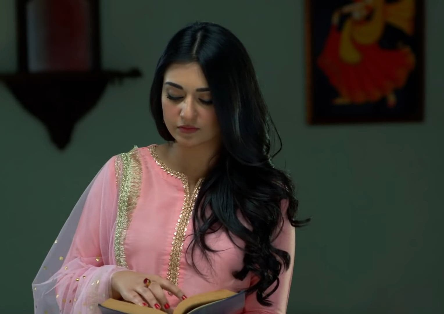 Sarah Khan 21