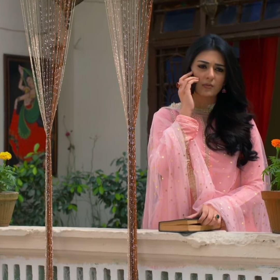 Sarah Khan 22