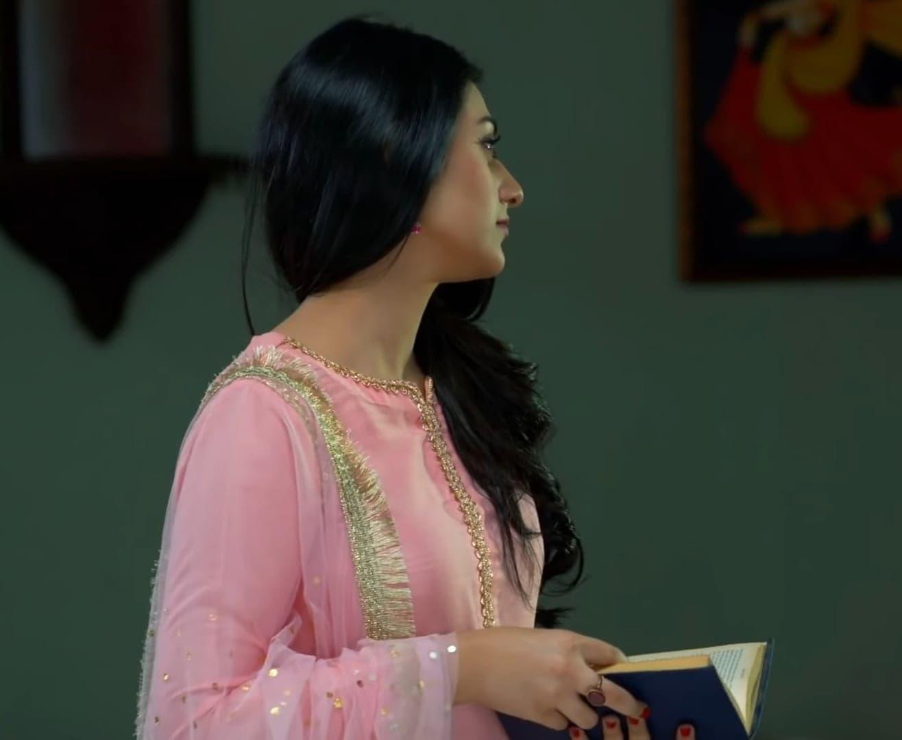 Sarah Khan 24