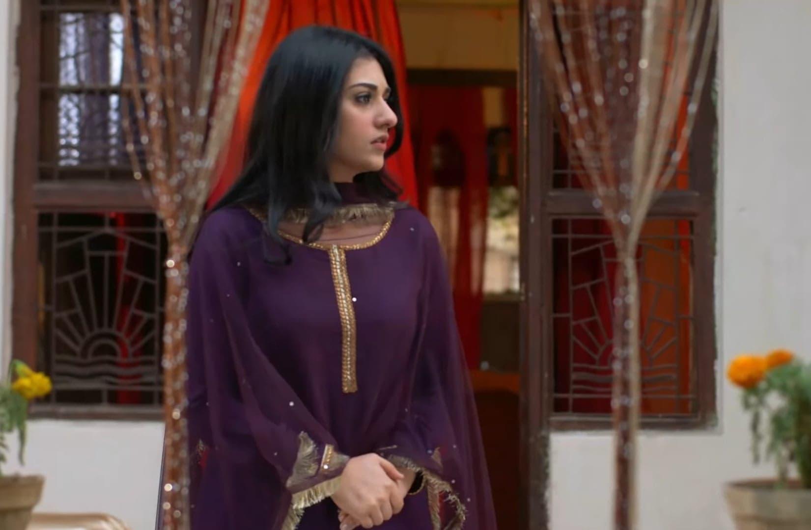 Sarah Khan 26