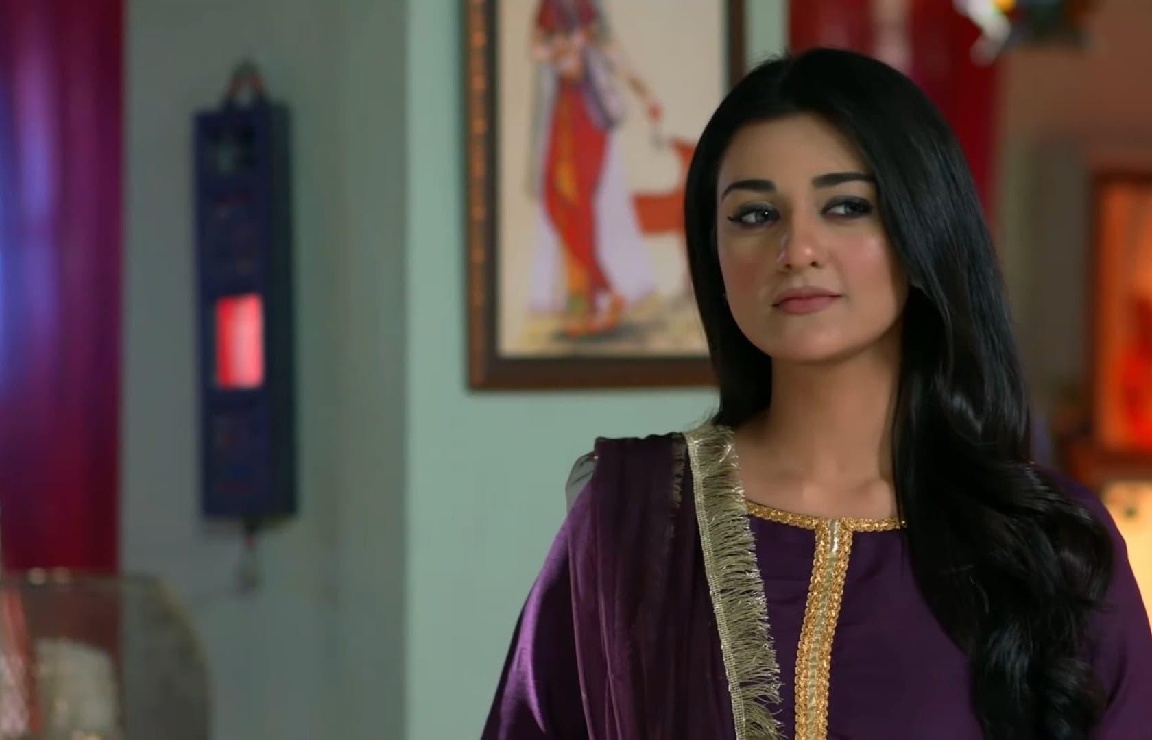 Sarah Khan 27