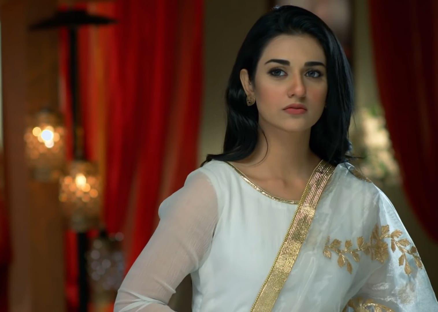 Sarah Khan 3 1