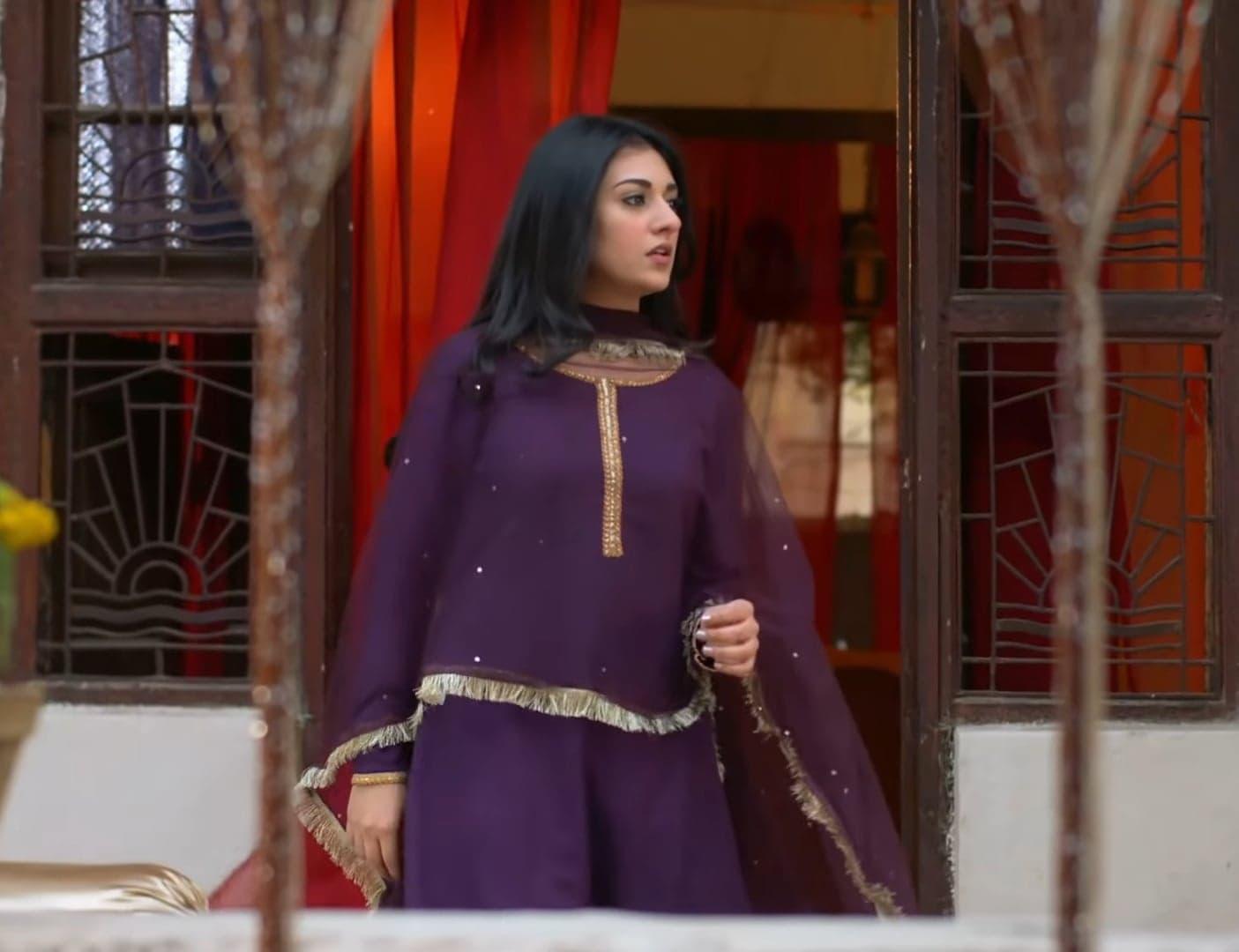 Sarah Khan 30