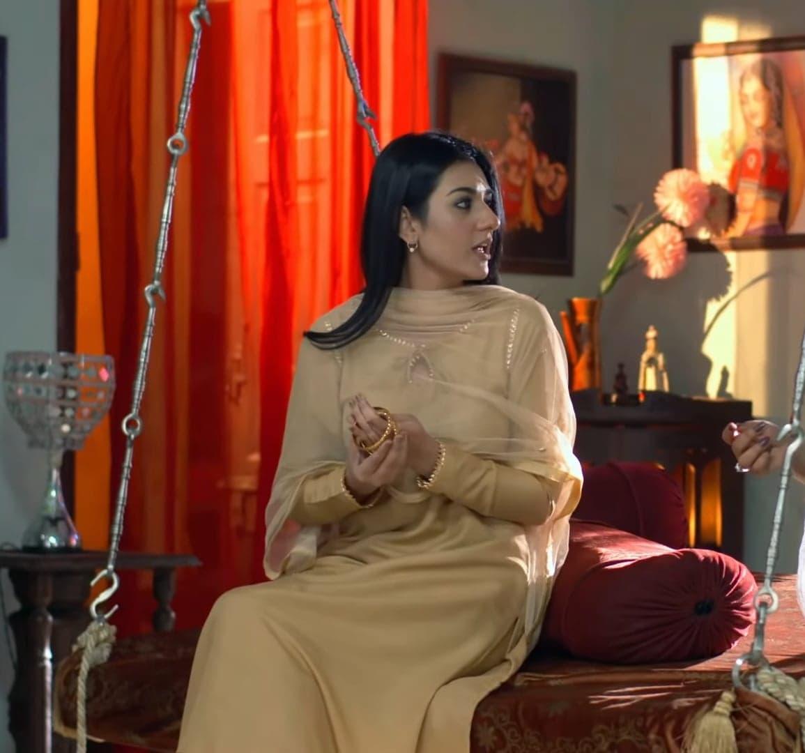 Sarah Khan 32