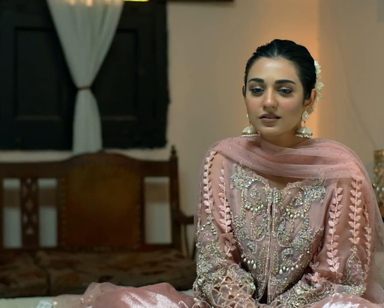 Sarah Khan 39