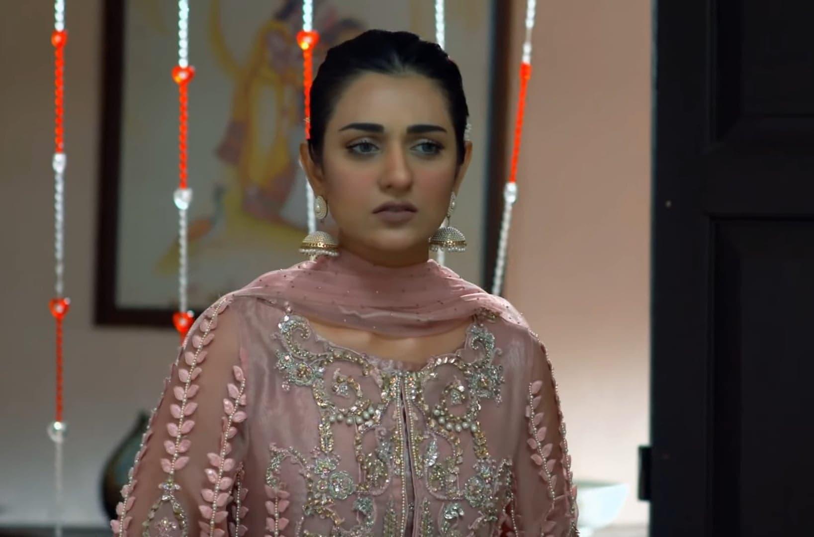Sarah Khan 40