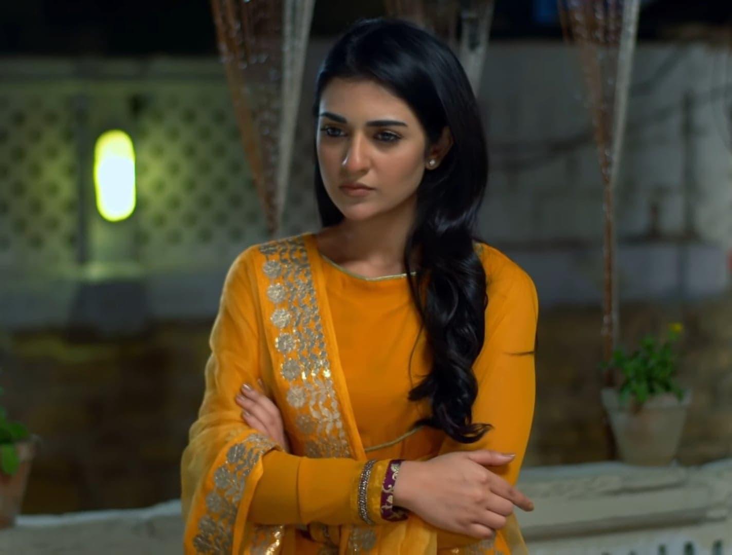 Sarah Khan 6