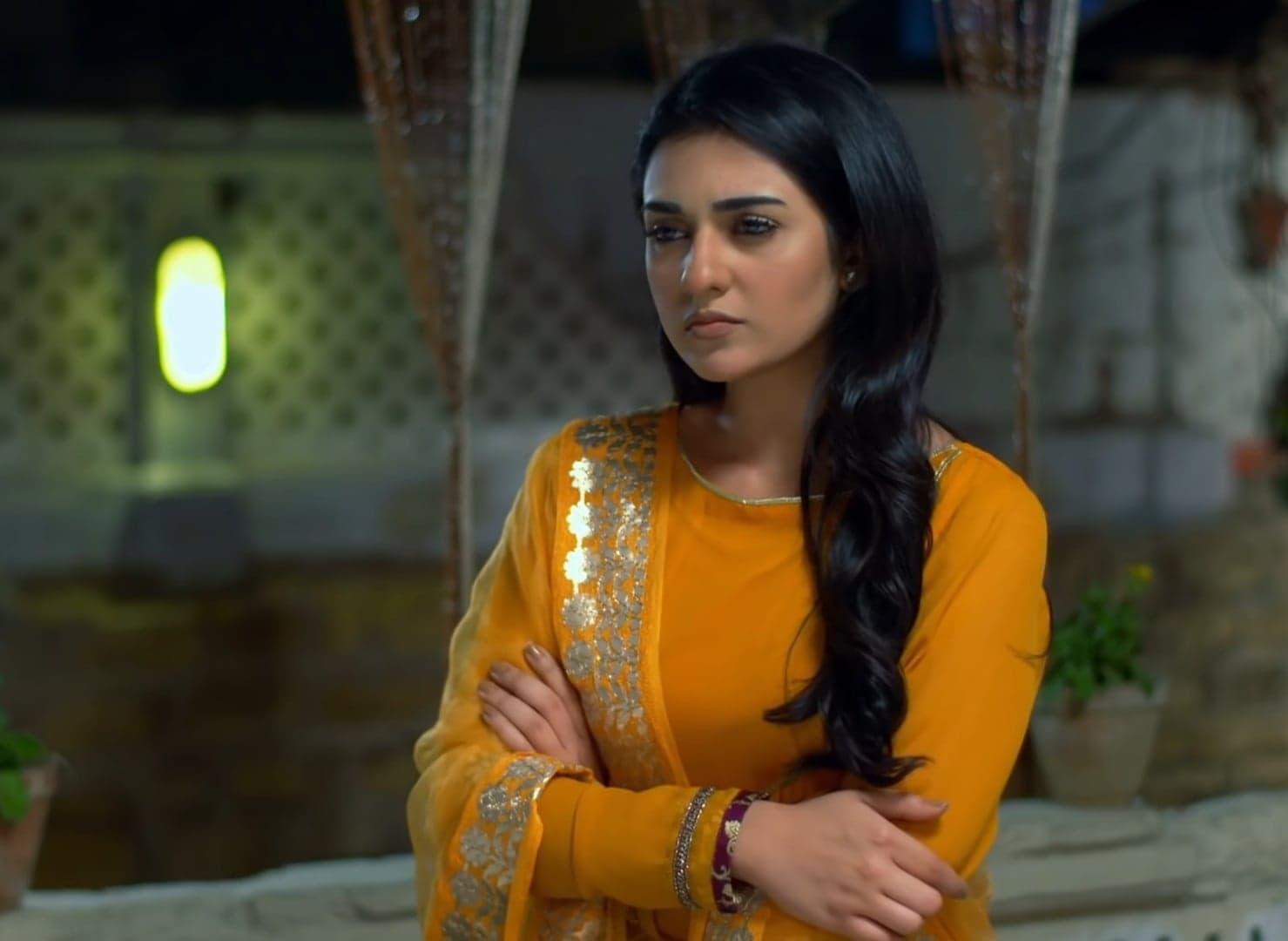 Sarah Khan 8