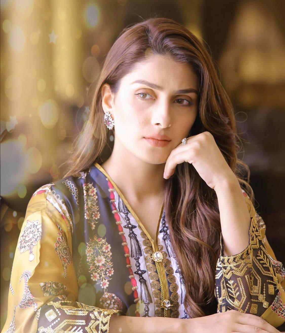 ayeza khan1