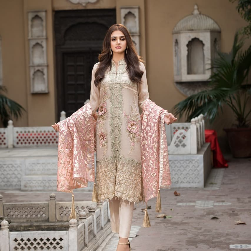 Beautiful Hira Mani Latest Photo Shoot for Motifz