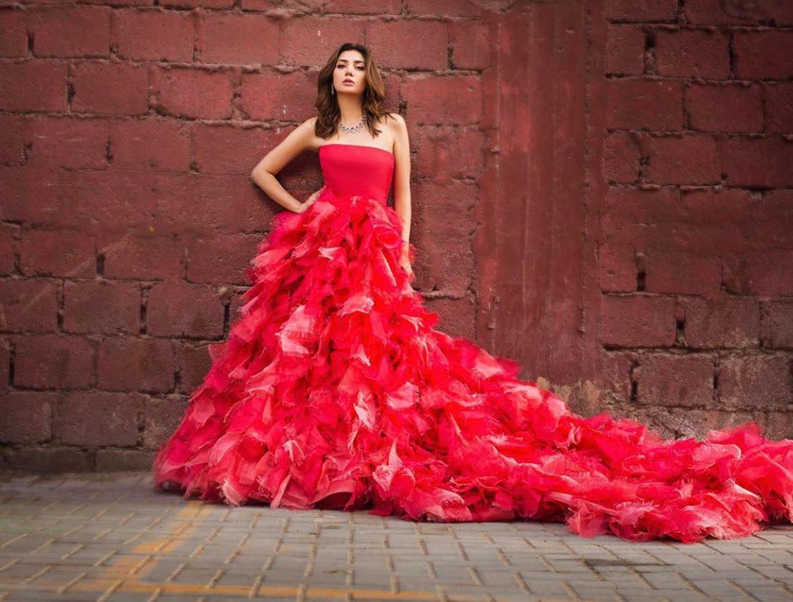 10 Beautiful Red Dresses Worn By Mahira Khan