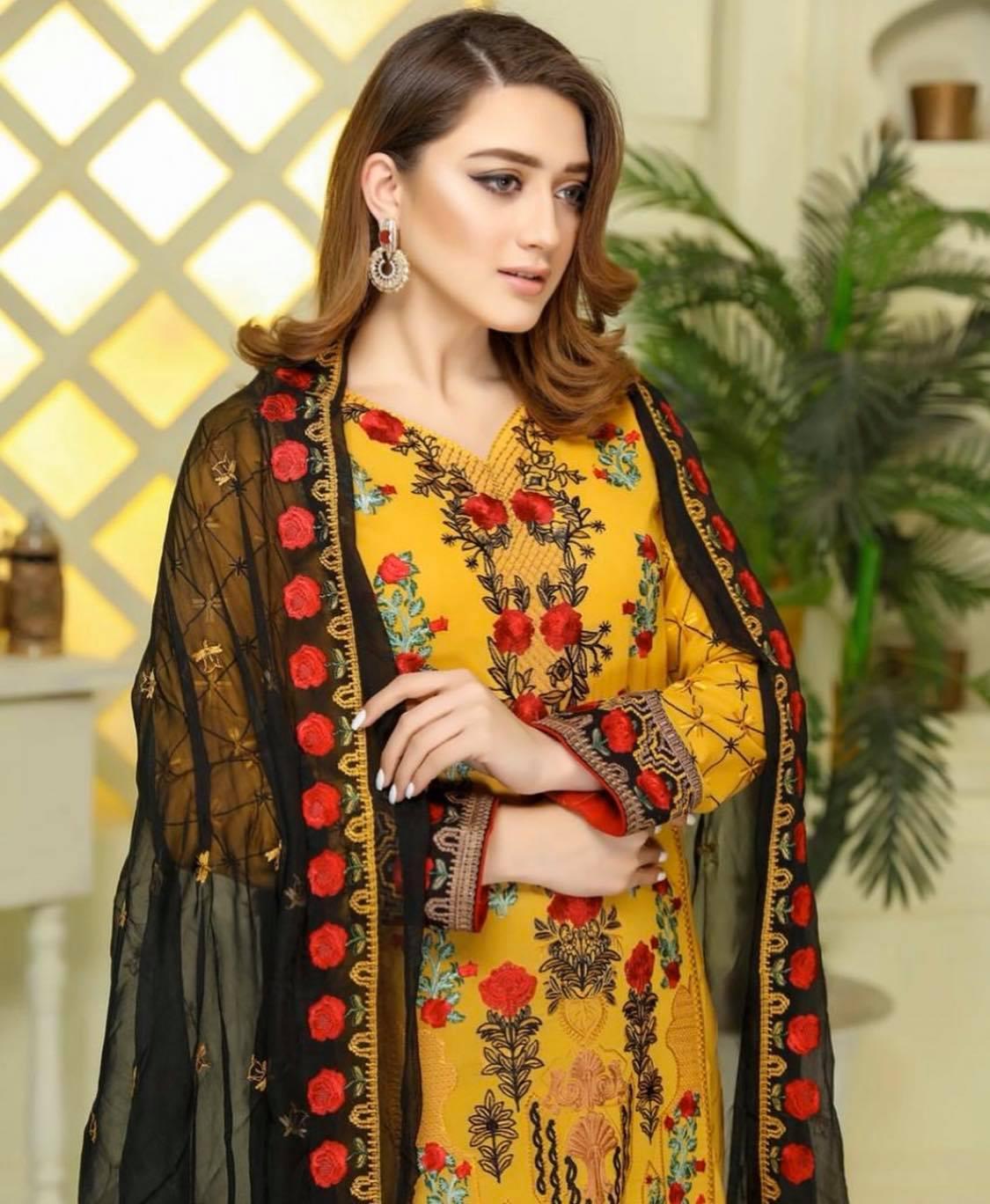 momina iqbal1