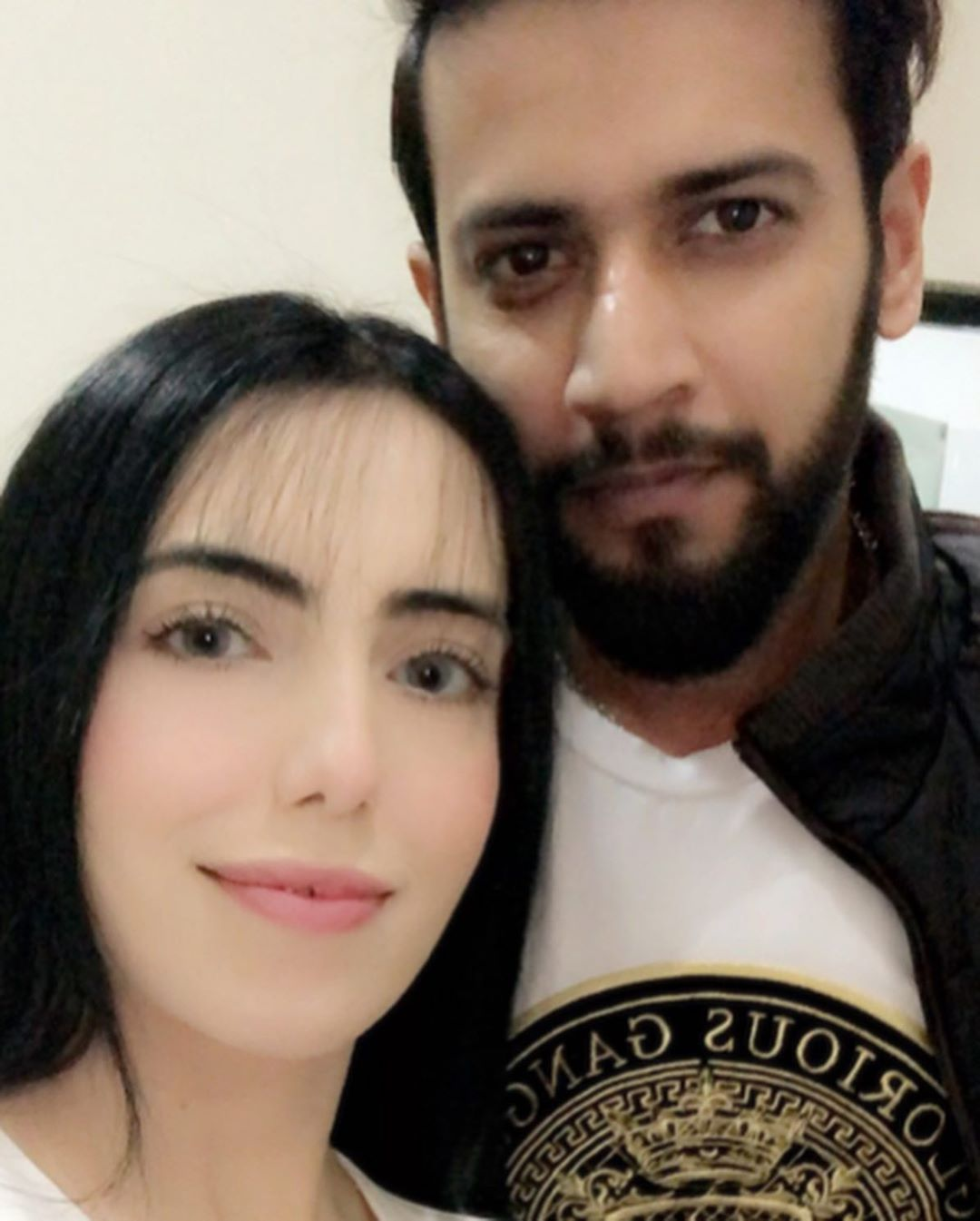 Cricketer Imad Wasim Latest Pictures with his Wife Sania | Reviewit.pk