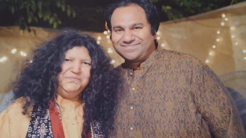 Abida Parveen With Her Son Sarang latif